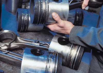 Car-engine-pistons_78465909